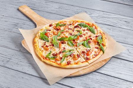 Пицца Прошутто с вялеными томатами