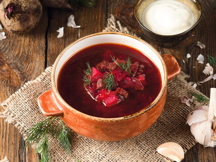Суп Борщ с беконом и сметаной