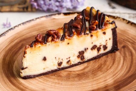 Чизкейк с шоколадом и орехом пекан