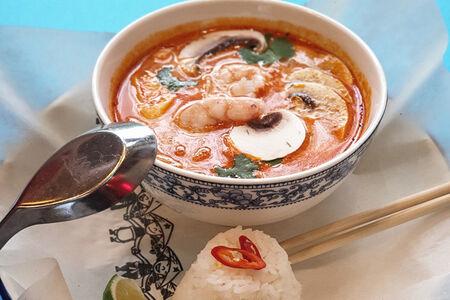 Суп Том Ям с морепродуктами и рисом