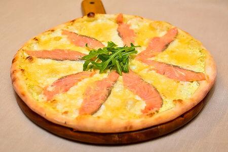 Пицца Маринара с лососем и рукколой