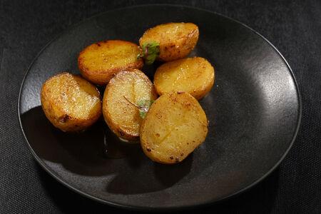 Молодой картофель с маслом