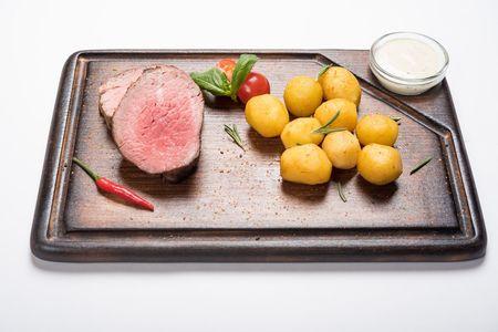 Филетто со сливочно-горчичным соусом и бейби картофелем