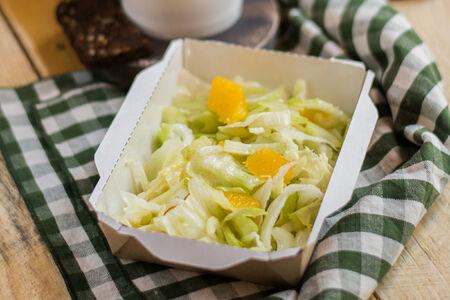 Детокс-салат из сельдерея и апельсина