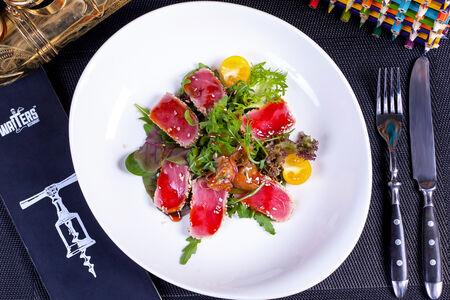 Микс-салат со слайсами тунца