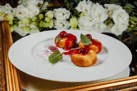 Сырники с ягодным соусом