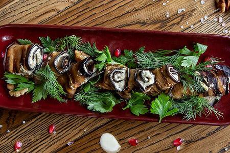 Рулеты из баклажанов с начинкой из грецкого ореха