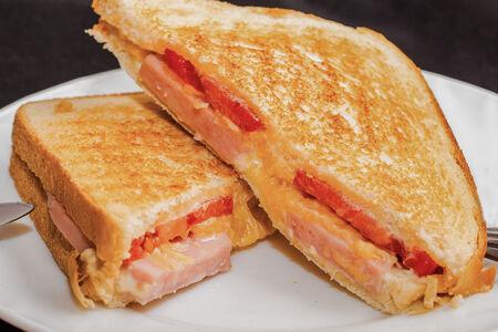 Сэндвич С беконом и помидорами