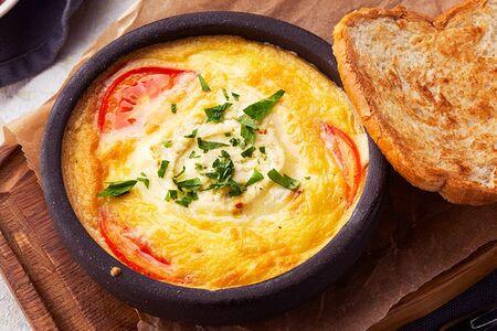 Омлет с томатами и сыром Надуги