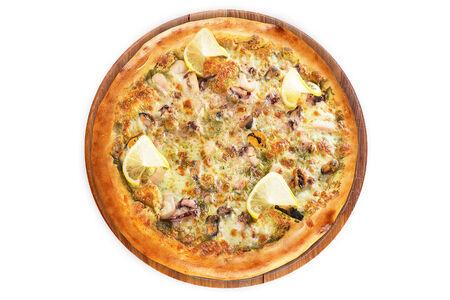 Пицца с морепродуктами на пышном тесте