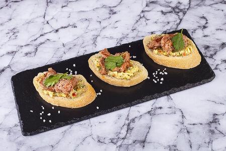 Пинчос с телятиной и гуакамоле