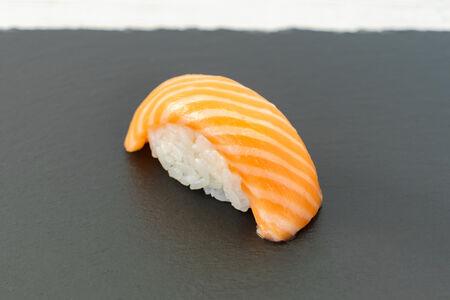 Суши Сякэ нигири
