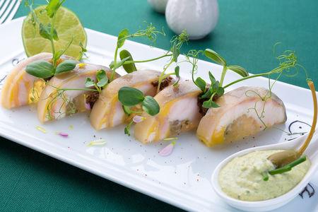 Рыба породы драгоценной, за белизну ценимая, визигою наполненная