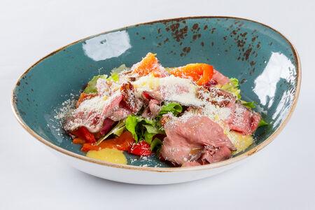 Салат с ростбифом и трюфельным айоли
