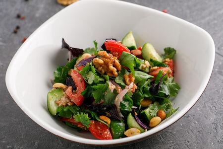 Салат Овощной с копчеными орехами