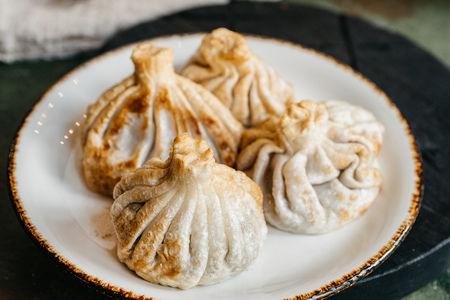 Жареные хинкали традиционные с говядиной и черным перцем