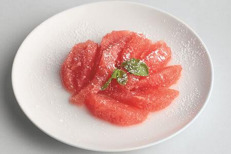 Свежие дольки грейпфрута