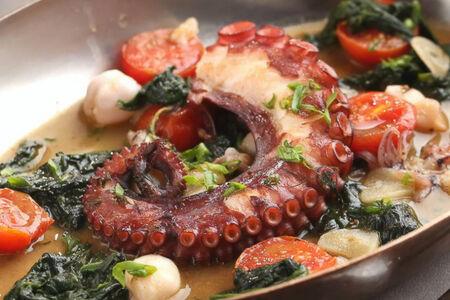 Марокканский осьминог с мини-кальмарами
