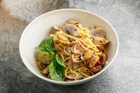 Спагетти с вонголе в винном соусе