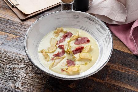 Крем-суп из цветной капусты с копченой уткой