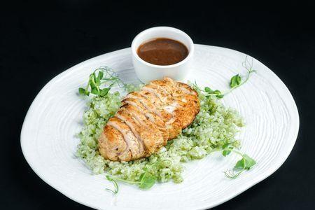 Куриная грудка с рисом в соусе «песто»