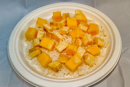Жареный манго и банан с рисом