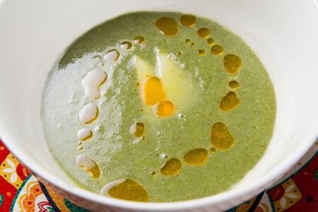 Крем суп из шпината с копченым сулугуни
