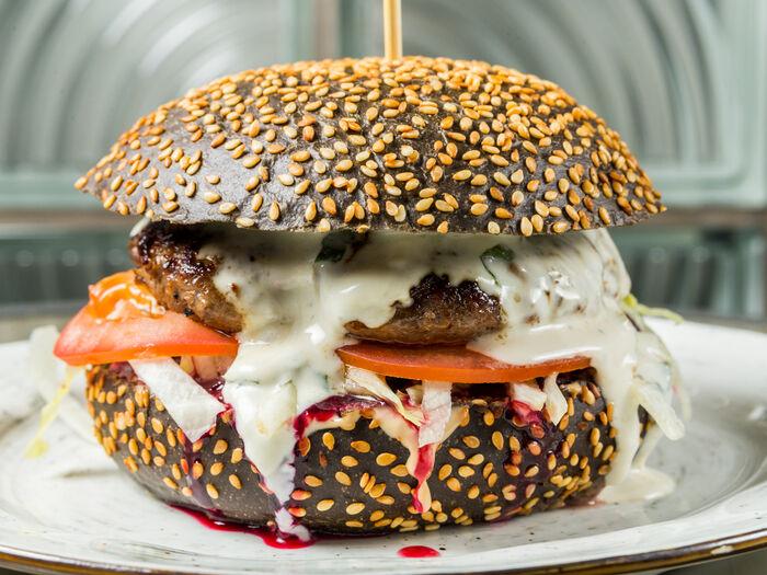 Бургер Чиччолина с сыром дорблю