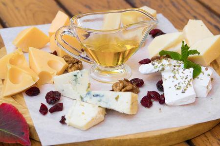 Плато с сырами