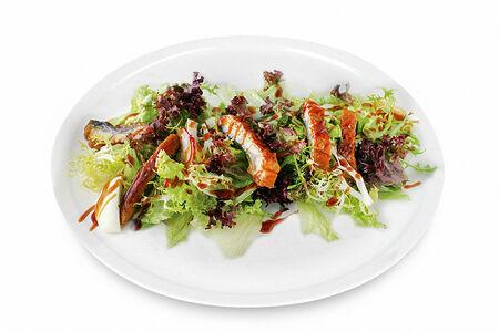 Салат с угрем в сладко-соленом соусе