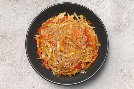 Вок фунчоза с овощами в остром соусе