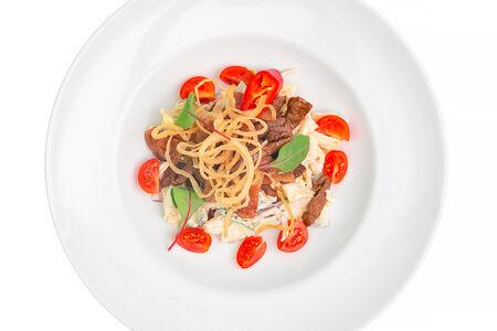 Теплый острый салат с говядиной и беконом