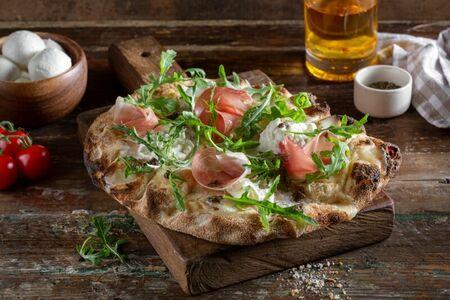 Пиццетта с бурратой и пармой