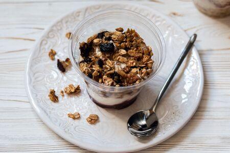 Парфе с гранолой и йогуртом