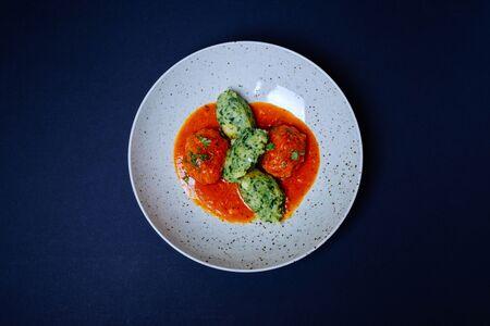 Златиборские кюфты в томатном соусе с мятым картофелем