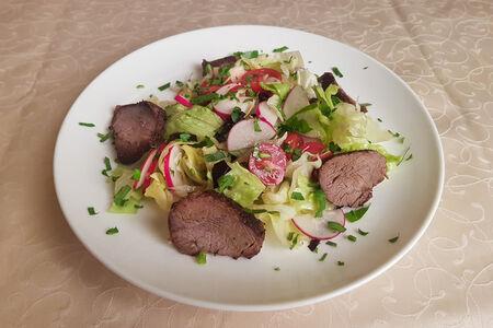 Салат с запеченным ростбифом