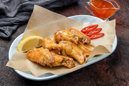Куриные крылья с соусом на выбор