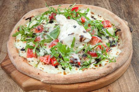 Пицца Буррата с томатами