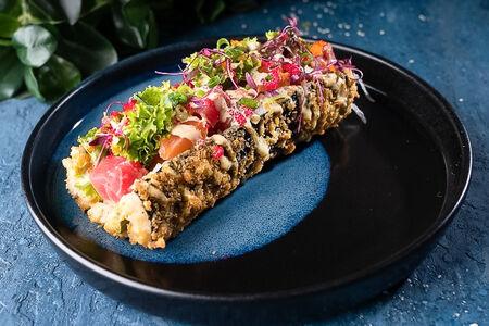Суши-дог с тунцом и лососем