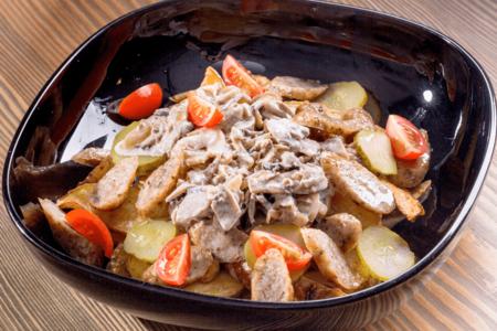 Картофель по деревенски с колбасками