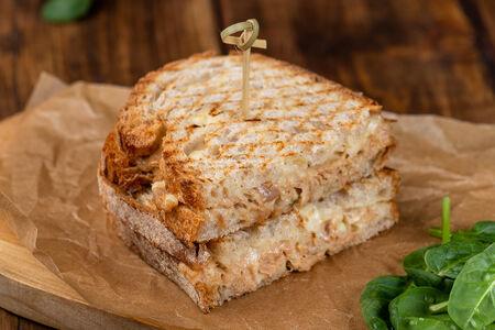 Теплый сэндвич с тунцом