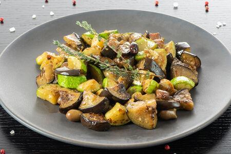 Рагу из баклажанов, цукини и таджасских маслин