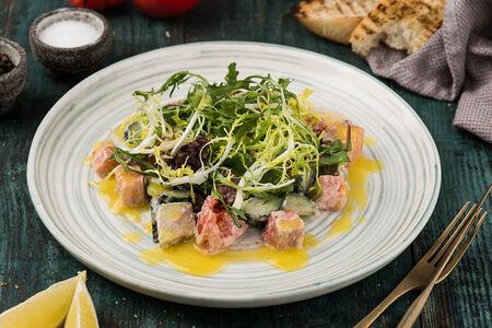 Салат с копченным лососем и авокадо
