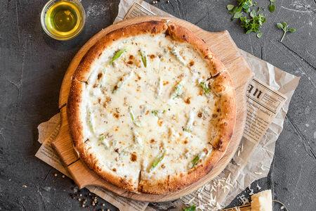 Пицца Четыре сыра со спаржей