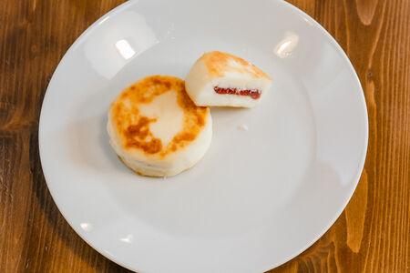 Сырник с малиновой начинкой