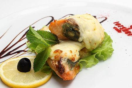 Филе семги, фаршированное шпинатом