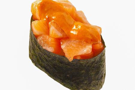Спайс-суши с копченым лососем