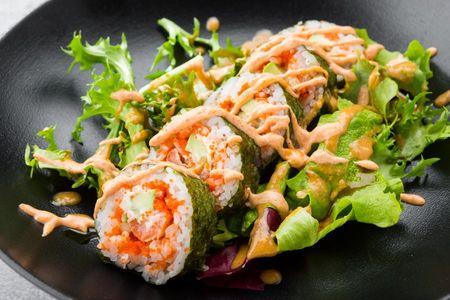 Ролл с креветкой и салатным миксом