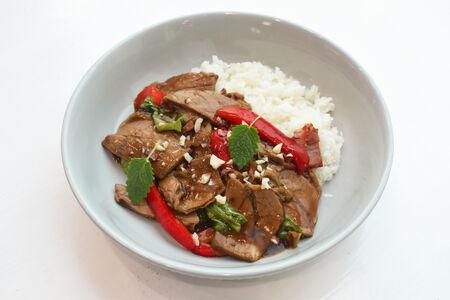 Говядина стир-фрай с белым рисом