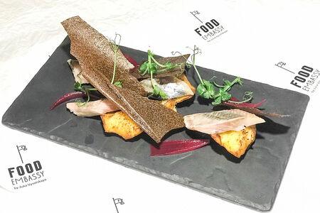 Мурманская сельдь с крекером из бородинского хлеба